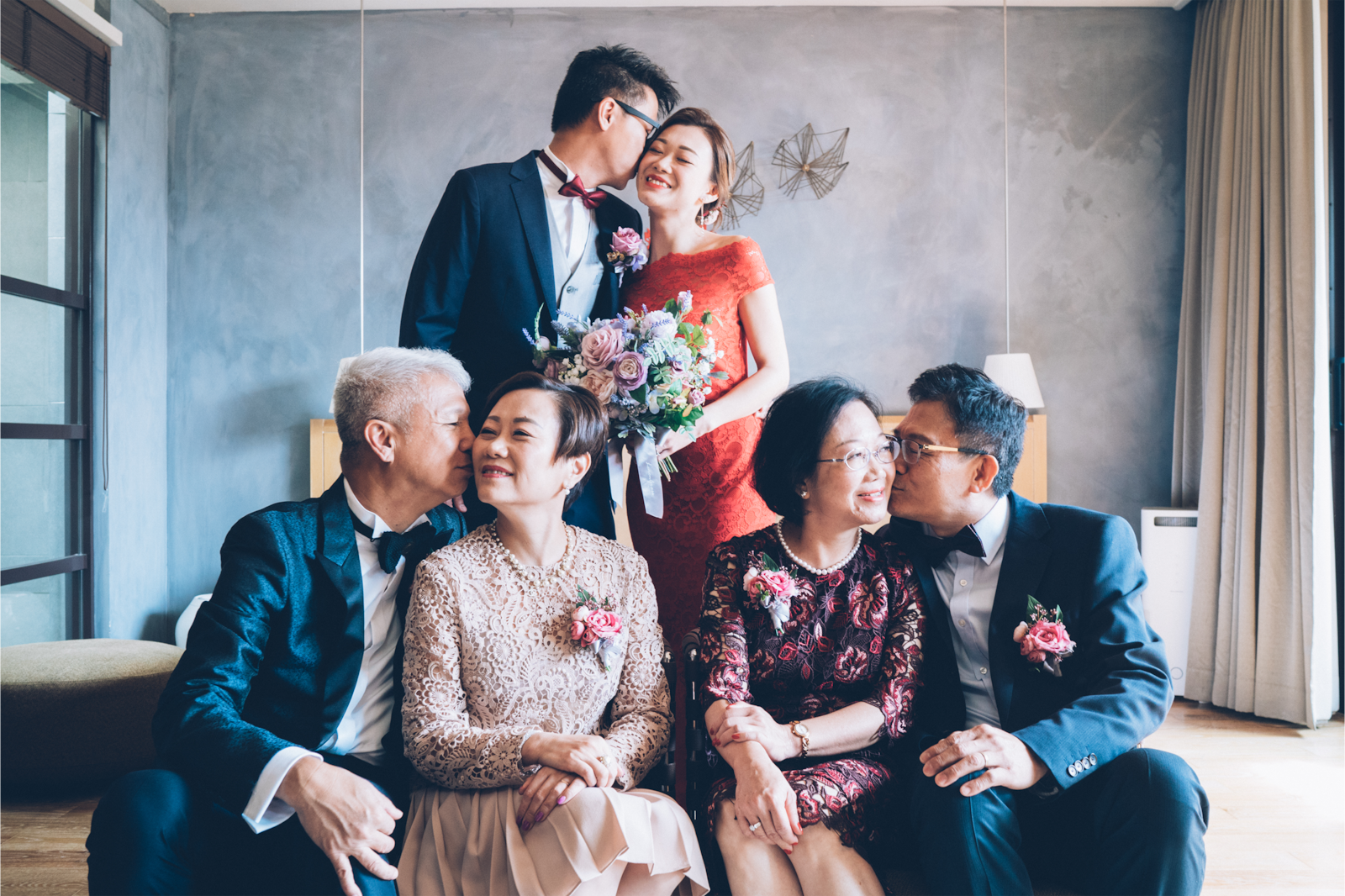 bride and groom with family kissing poses alpha 9