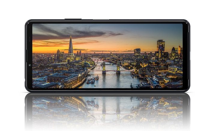 Xperia 10 III in black showing a scene of London at dusk