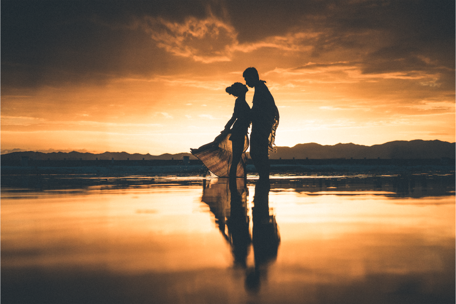 couple standing in sunset alpha 7RIII